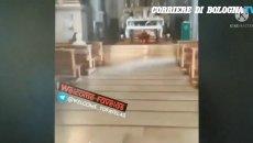 Moto - News: VIDEO - Entra in chiesa con lo scooter e sgomma durante la messa