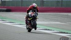 MotoGP: A.Espargarò mette l'Aprilia davanti a tutti nel Warm Up di Silverstone