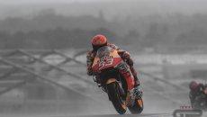 MotoGP: Marquez mago della pioggia domina il warm up, Miller 2°. Rossi 13°
