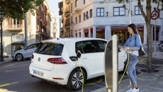 Auto - News: Aumento dei costi dell'energia: come la mettiamo con le auto elettriche?