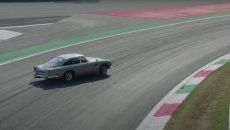 """Auto - Test: Nico Hülkenberg """"violenta"""" la Aston Martin DB5 di 007"""