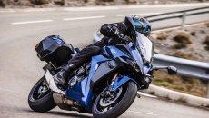 Moto - News: Suzuki GSX-S 1000 GT, la maxi naked si veste da viaggio