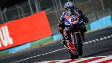 SBK: Toprak incontenibile, batte Rea e vince Gara 1 a Magny-Cours