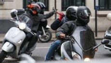 Moto - Scooter: Si filmano sui social mentre rubano la moto: l'arresto è da record