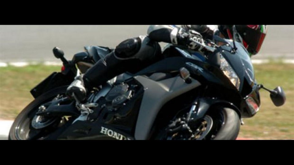 Moto - News: Honda CBR 600 RR 2008 - TEST