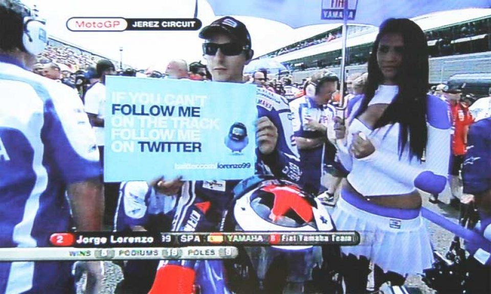 Moto - News: Lorenzo incita i fan: seguitemi su twitter