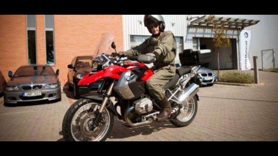 Moto - News: Jeremy Irons sceglie la BMW R 1200 GS