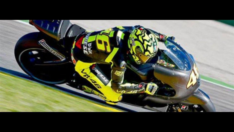 Moto - News: MotoGp, Rossi: rimossi i punti di sutura alla spalla