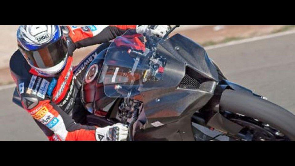 Moto - News: Lascorz prova la potenza del Ninja ZX-10R