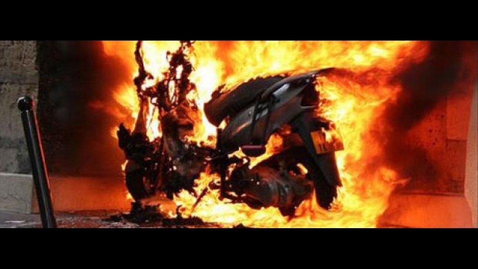Moto - News: Scooter dato a fuoco? Serve una polizza speciale