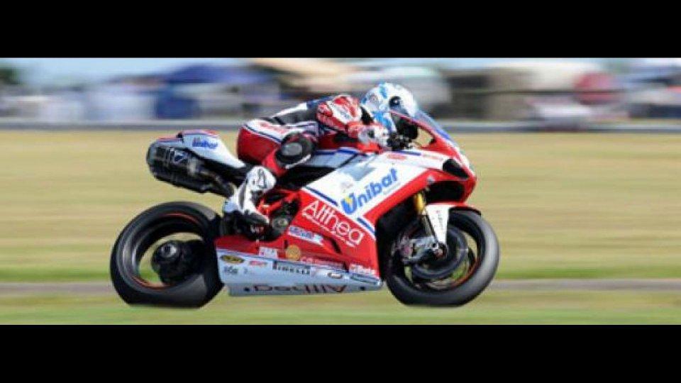 Moto - News: WSBK 2011, Phillip Island: Checa domina gara 1