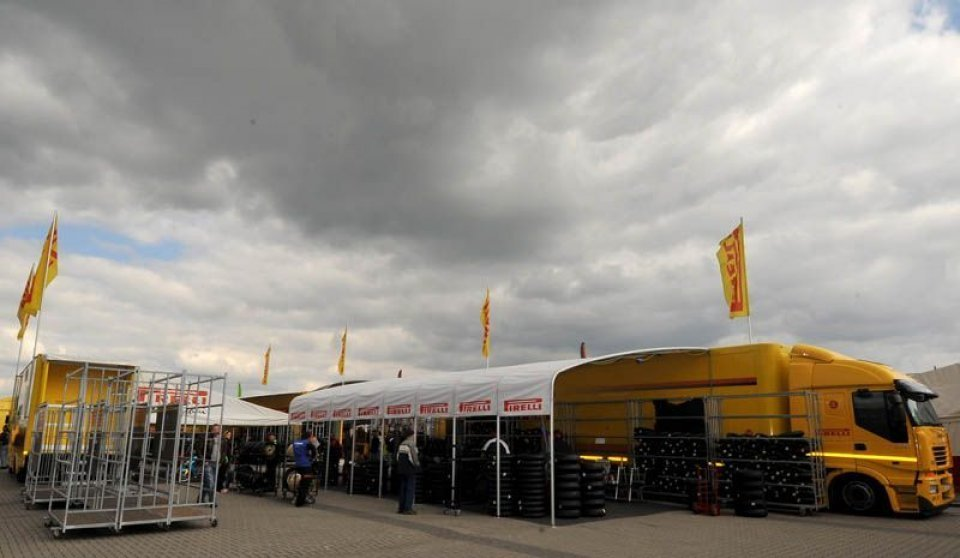Moto - News: SBK: Nuove Pirelli a Donington Park