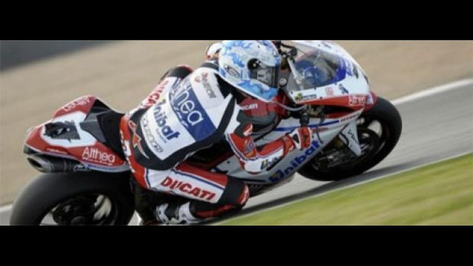 Moto - News: WSBK, Donington, Gara2: Checa su tutti