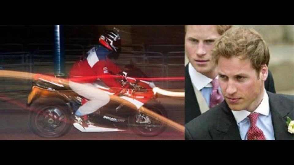 Moto - News: Le ultime notti single del principe William: in moto