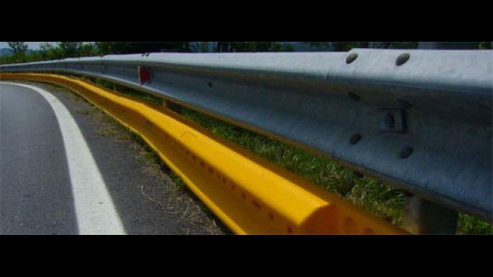 Moto - News: Guard-rail ghigliottina? Mettiamoci la gomma