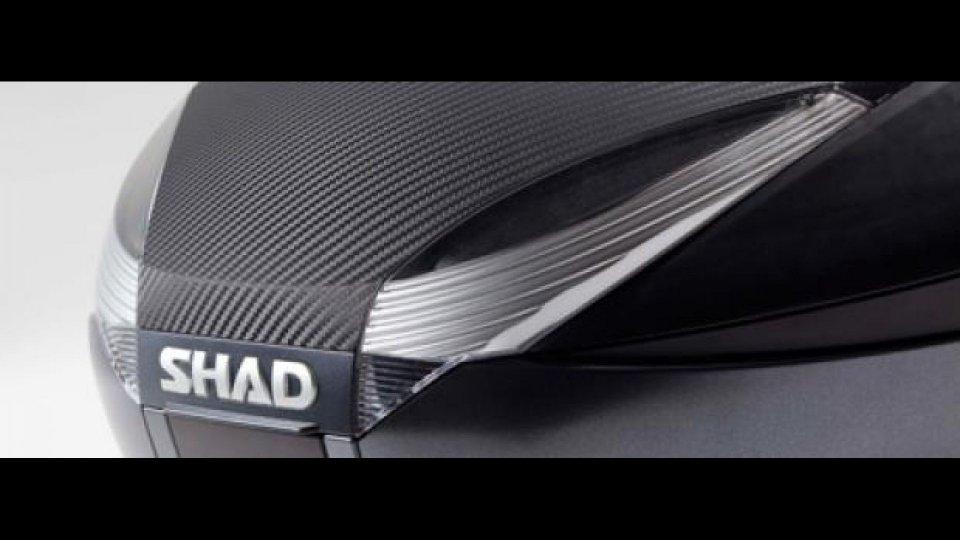 """Moto - News: Shad """"Carbonio"""": carbon look per i bauletti"""