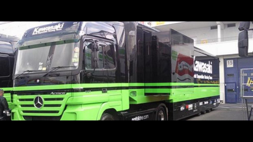 Moto - News: Superbike 2011: Team Ufficiale Kawasaki, che vergogna!