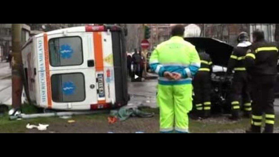 Moto - News: Ambulanza? Guai a chi non è prudentissimo