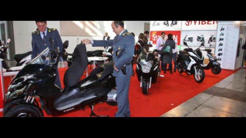 Moto - News: Eicma 2011: sequestrato tre ruote cinese