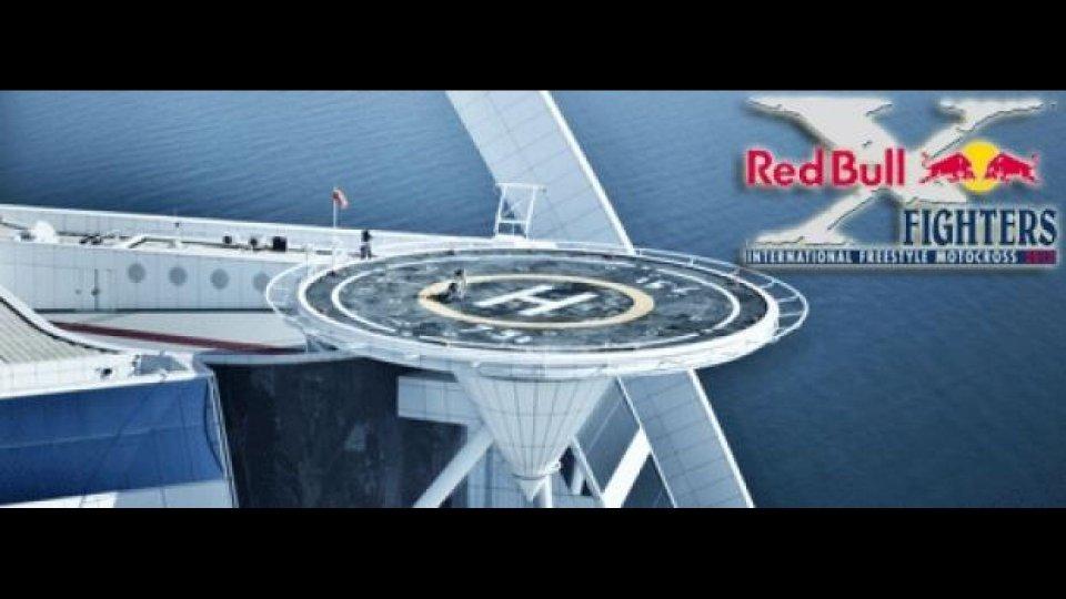 """Moto - News: Red Bull X-Fighters 2012: Torres """"a spasso"""" su una piattaforma d'elicottero"""