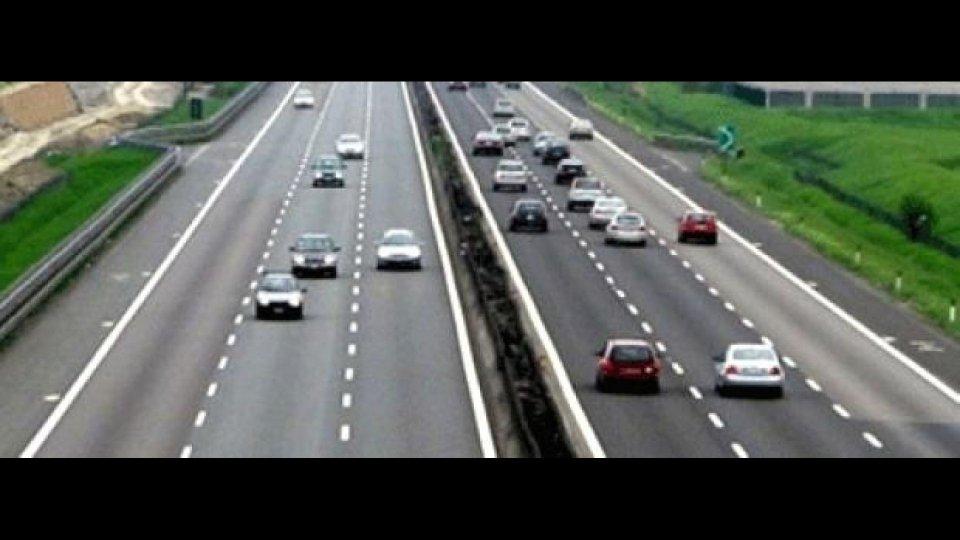 Moto - News: Colpo di sonno: occhio al Tir in corsia d'emergenza