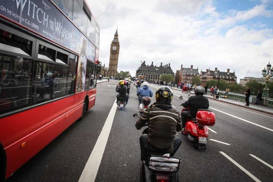 Moto - News: Londra invasa dalle Vespe