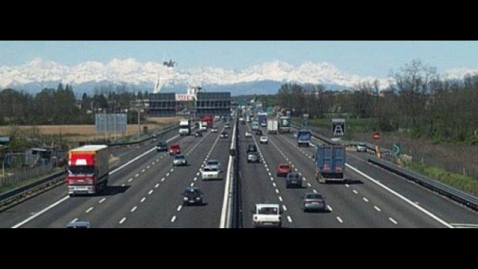 Moto - News: Autostrada: giù consumi e traffico