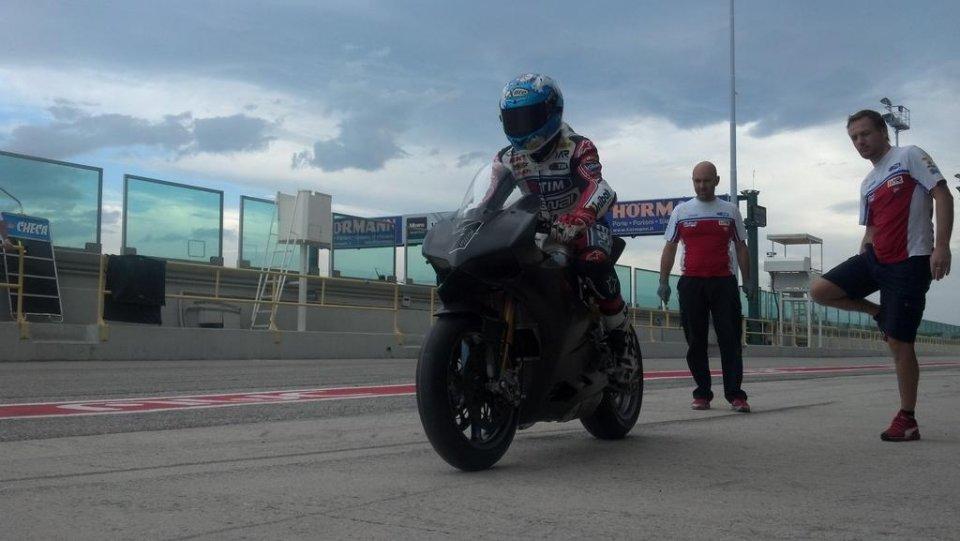 Moto - News: Carlos Checa: la Panigale migliora