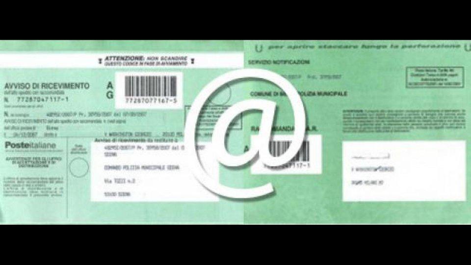 Moto - News: Multa per email: al cittadino conviene poco