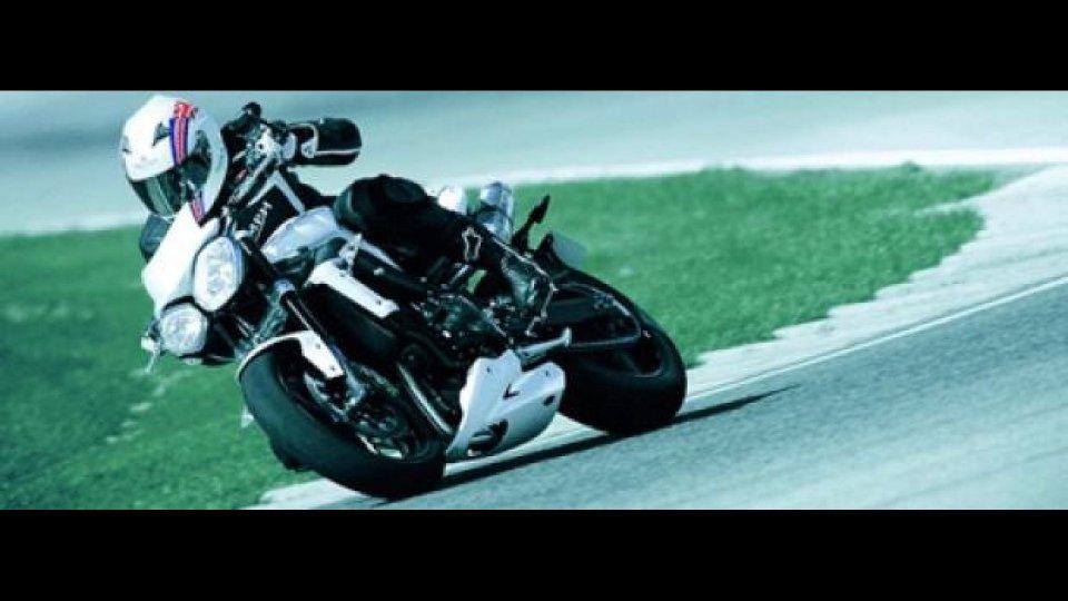 Moto - News: Triumph Street Triple/R: finanziamenti e kit per la naked inglese