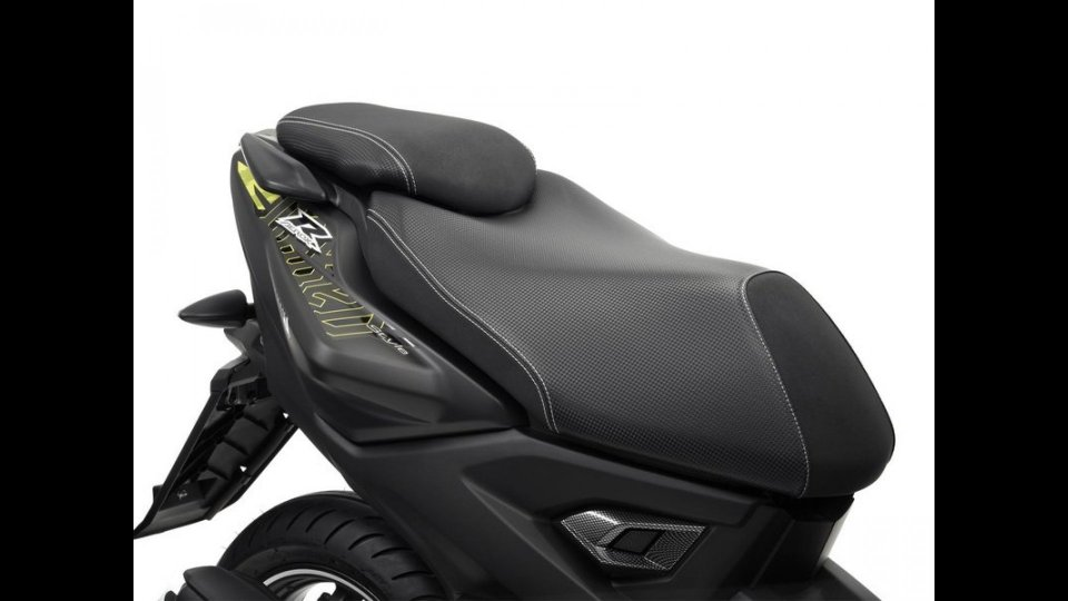 Moto - Gallery: Yamaha Aerox R Naked 2013