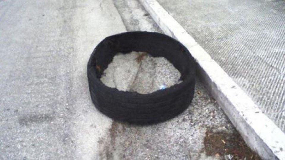 """Moto - News: I gestore delle autostrade sono responsabili dei pneumatici """"abbandonati"""""""