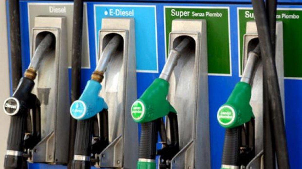 Moto - News: La benzina aumenta a 1,806