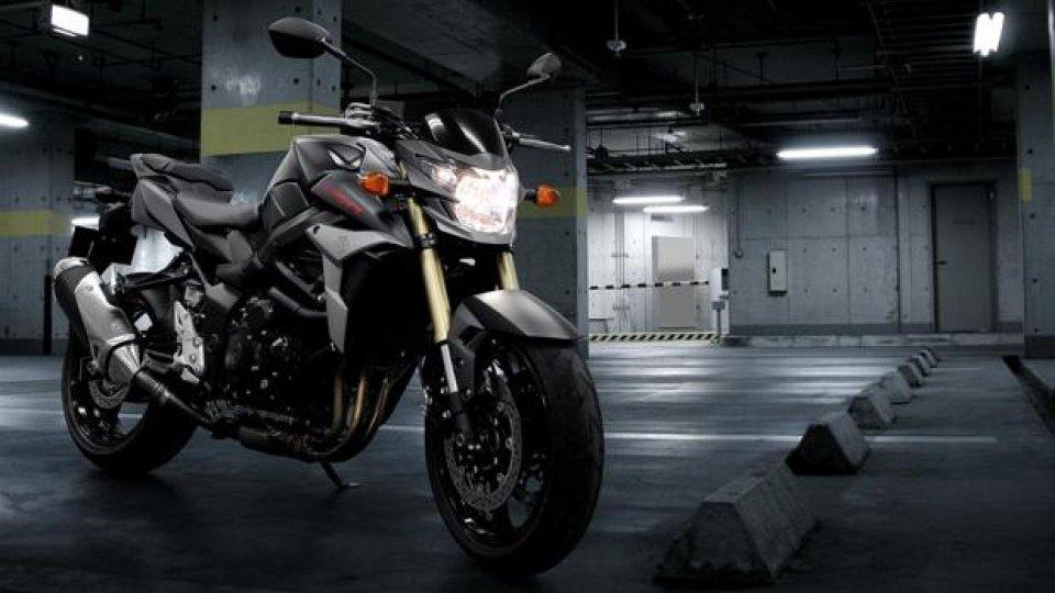 Moto - News: Suzuki GSR 750 Black Mat 2013