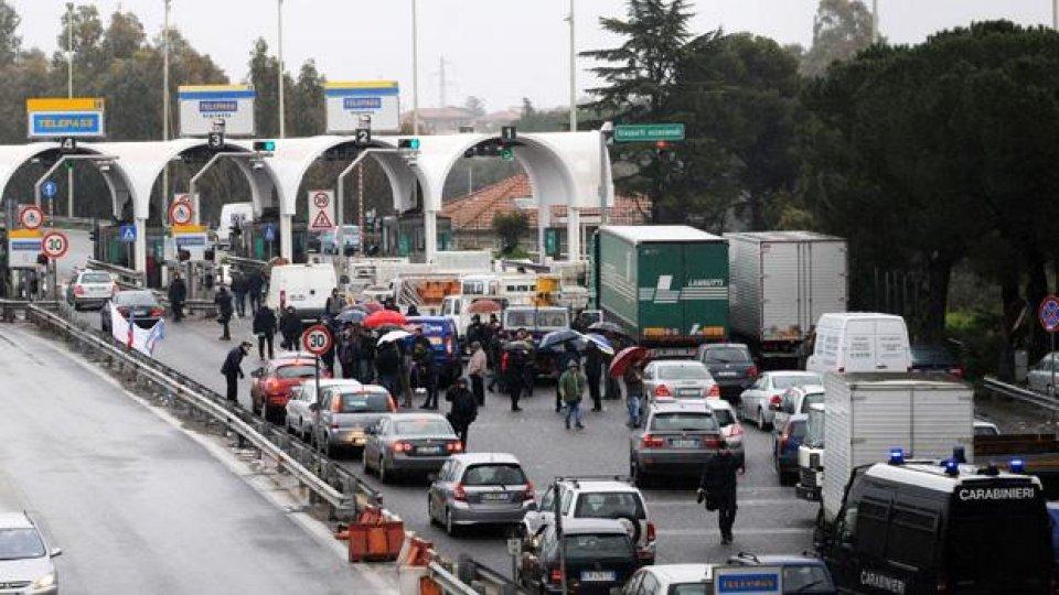 """Moto - News: Movimento dei Forconi: """"Non è il momento di andare a Roma"""" - I BLOCCHI STRADALI IN CORSO"""