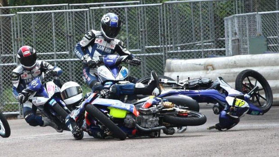 Moto - News: Le cadute divertenti del campionato scooter malese