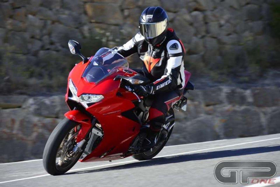 Honda VFR800: il turismo è sportivo