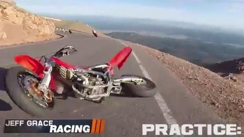 """Moto - News: Alla Pikes Peak 2014 le moto """"piovono dal cielo"""" - VIDEO"""