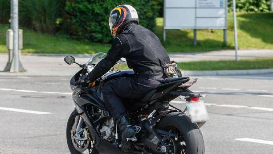 Moto - News: BMW S 1000 RR 2015: ecco come cambierà