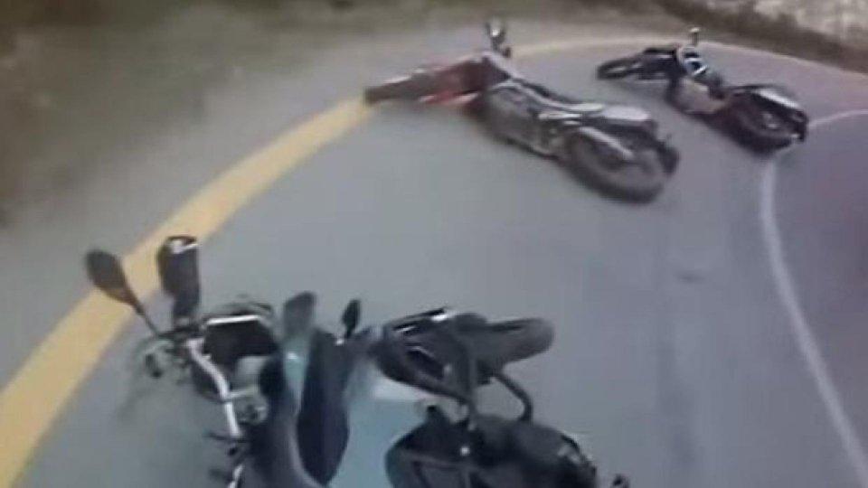 Moto - News: Tutti giù per terra - VIDEO