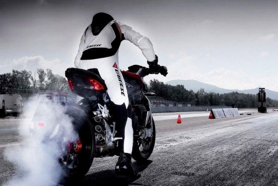 Moto - News: MV Brutale 800 Dragster RR: muscoli eleganti