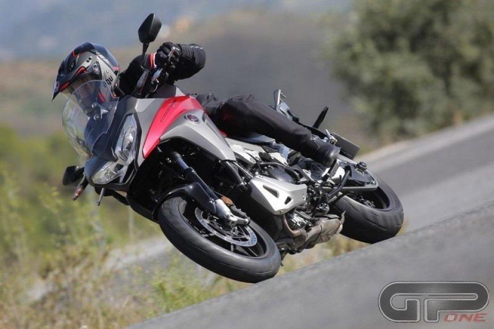 Moto - Test: Honda VFR 800X: Crossrunner d'attacco