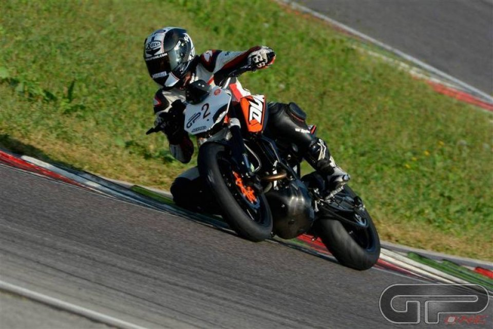 KTM Duke 200: in sella con Luca Bono
