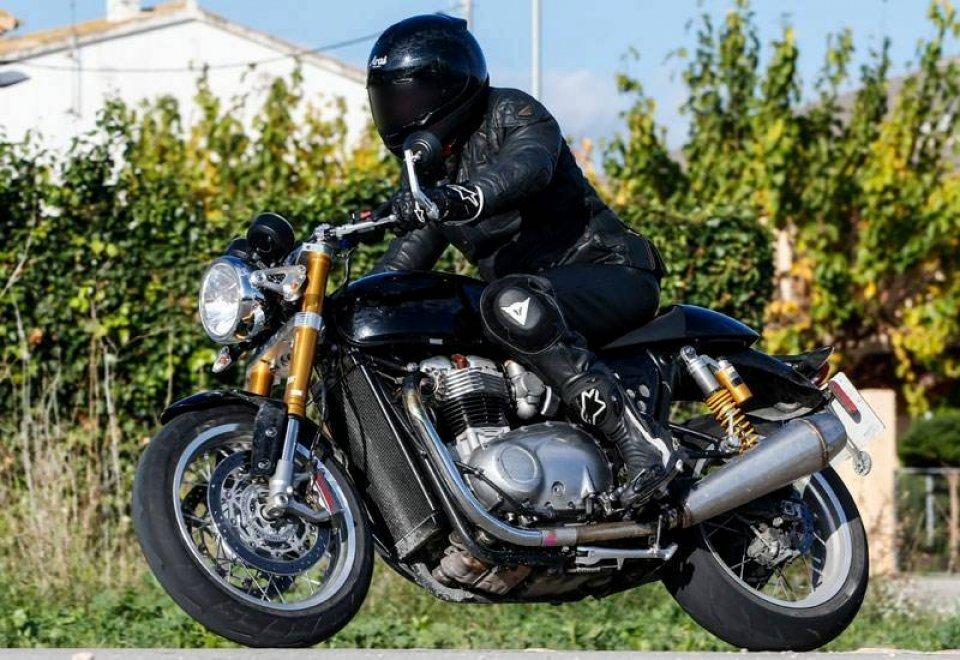 Moto - News: Spyshot, Triumph: arriva la rivale della Nine-T