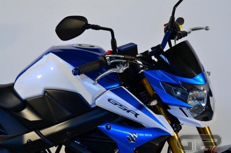 Suzuki GSR750-SP: carattere forte