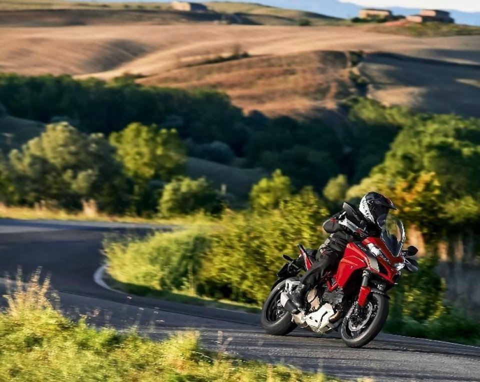 Ducati Dream tour 2015: 5 weekend in Rosso