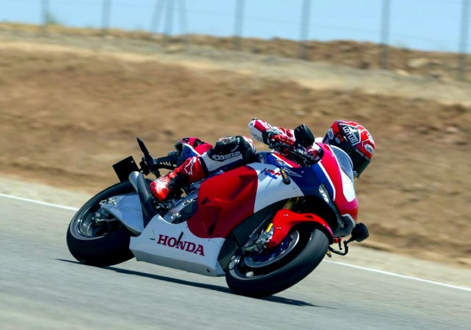 Honda RC213V-S: la MotoGp arriva su strada