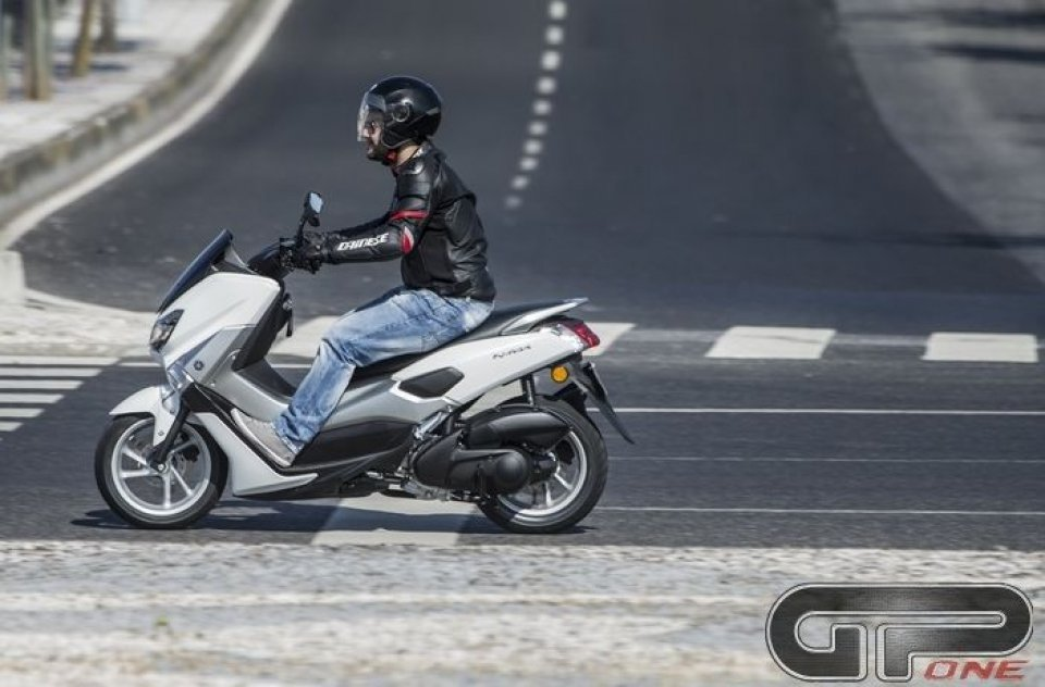 Moto - Scooter: Yamaha, NMax 125: sportività alternativa