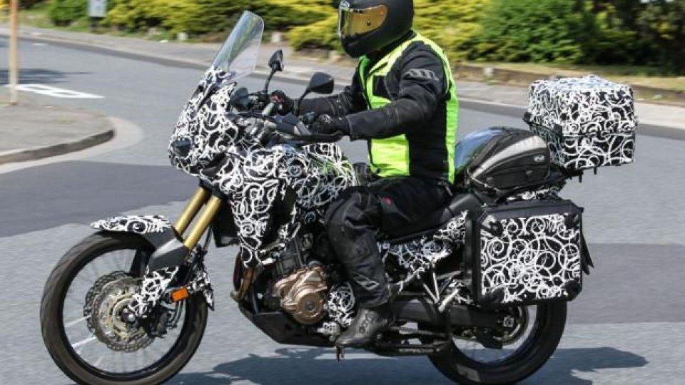 Moto - News: Honda Africa Twin 2016: foto spia della versione touring