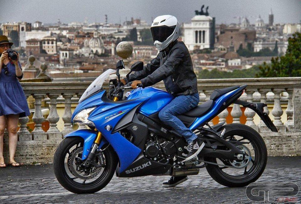 Abbigliamento Suzuki, per vivere la MotoGP